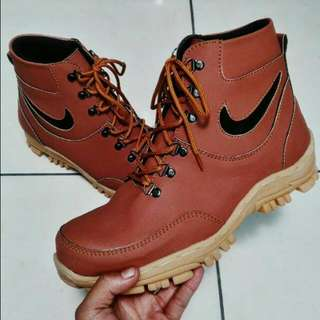 Nike Sefty Shoes
