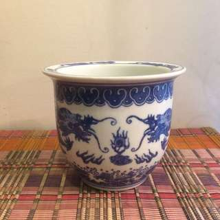 Blue & White dragon motif small flower pot Jingdezhen