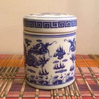 Blue & white dragon container with cover Jingdezhen