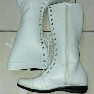 Boots Cewe Massa Kini