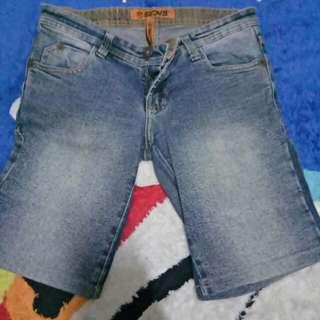 Celana levis pendek