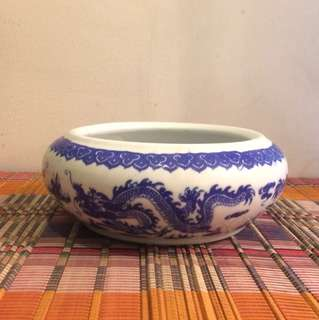 Blue & White Dragon motif round container