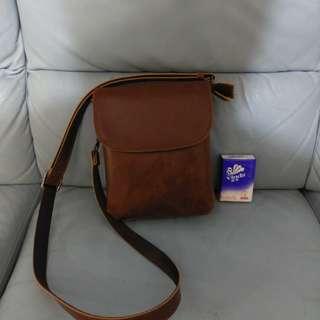 男裝皮包 袋 $150