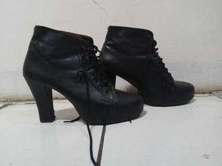 Boots hitam black high heels