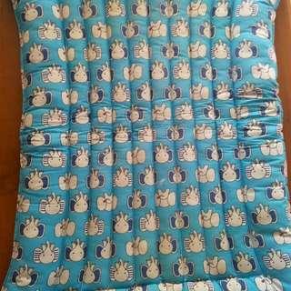 Kasur bayi biru motif