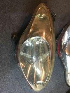 Lampu myvi first model nk letgo  Kodisi ada kesan gam tinted dan sebelah ada crek sikit air tk masuk bole rujuk pada gambar ..cod kl,keramat