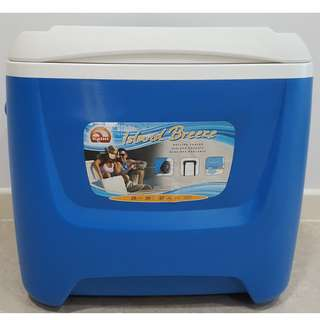Coleman Cooler Box with wheels