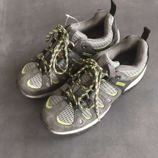 Woman's Dakota steel toe shoes: size 6