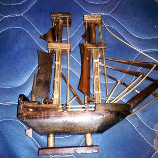 Pajangan Kapal dari Kayu