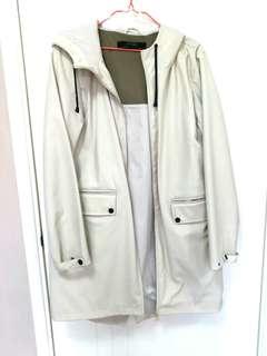 Zara white dry coat 乾濕褸 防水 防風