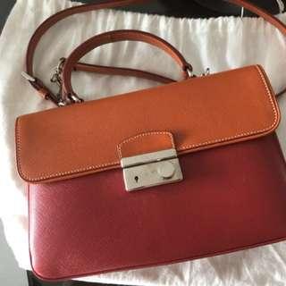 Prada handbag 95% new