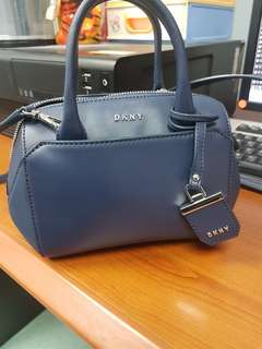 Authentic dkny small crossbody