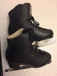Jackson Freestyle Ice skate  with shoes cover and  blade 90% good