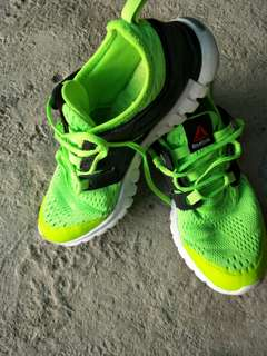 Reebok neon green super lightweight