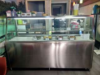 Display makanan (showcase)