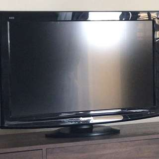 Tv panasonic 32 inci for let go. Open price RM400 can nego.