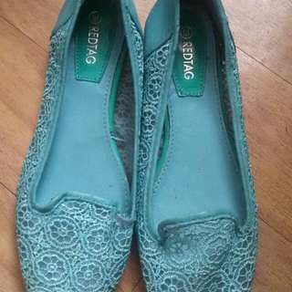 Slightly used flat shoes