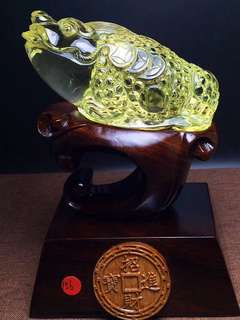 The natural yellow crystal gold toad,