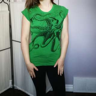 Green Octopus Print Tee Small