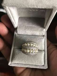 18k white gold and diamonds total carat of 0.90-0.95 ring with pearls