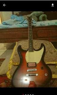 Gitar elektrik original, amplifier dan efek gitar
