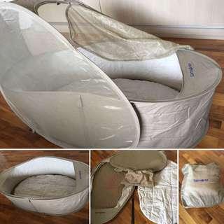 Samsonite pop up travel cot/bassinet