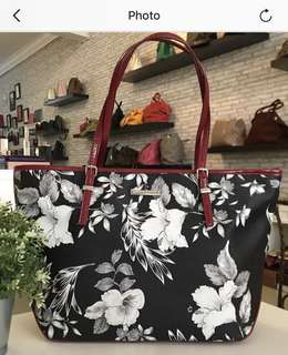 Nine West Tote in Good Condition