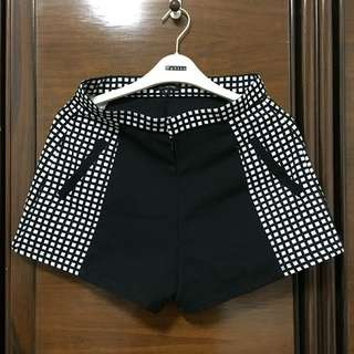 Black & White Shorts Cloth Inc.