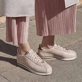 🚚 Nike Classic Cortez 春夏新色 粉色皮革 x 古銅金logo