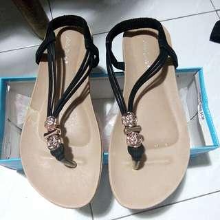 sepatu sandal bunga size 39