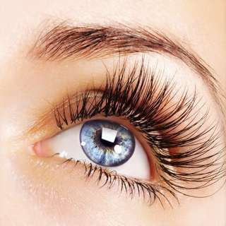EVERY WOMAN WANTS LONGER LASHES - IS THIS PRODUCT A SOLUTION??