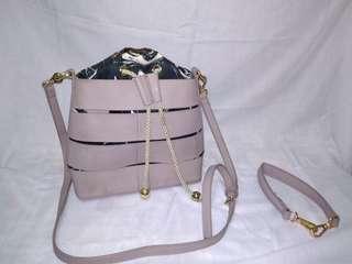 Tas seru ukuran medium warna ungu