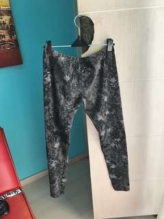 Legging Pattern Hitam