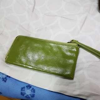 🚚 綠色全新手拿包