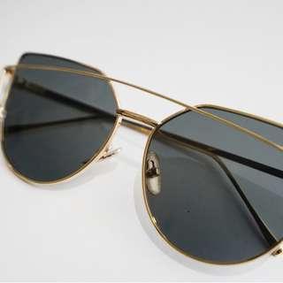 Sunglasses Kacamata Hitam Frame Gold