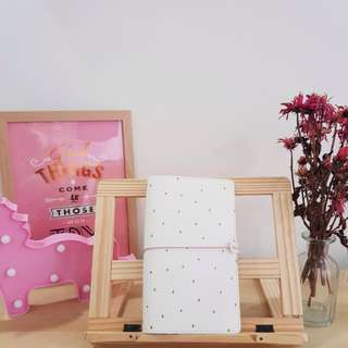 < brand new instock > standard size traveler's notebook tn journal in white and gold speckles with inserts