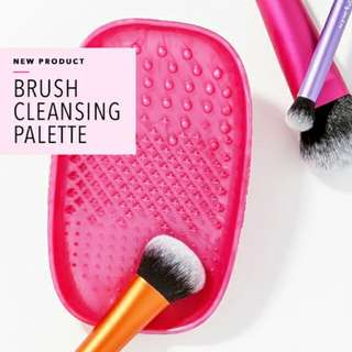 (NEW!) Real Techniques Brush Cleansing Palette