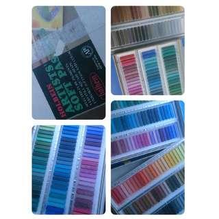 Premium Soft Pastel 'Holbien Artist' 144 colors