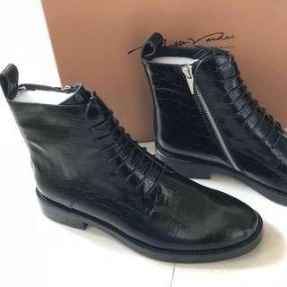 黑色短筒靴