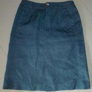 Soft denim front slit skirt with zippered pocket