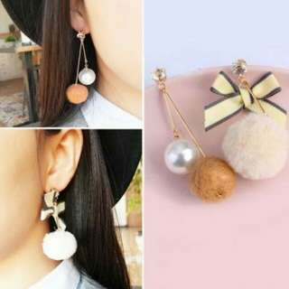 IMPORT - Anting Cute PomPom Bow Asymmetric Pearl