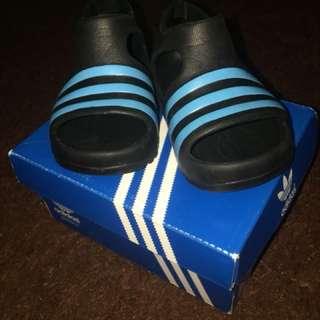 Sendal adidas adillete play 1