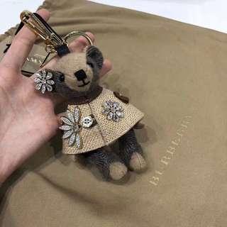 Burberry 熊仔裝飾扣 有視頻