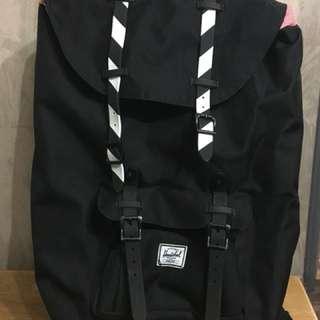 henschel黑色背包