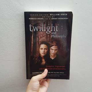 Twilight and philosophy book👍
