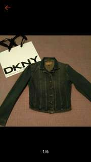 🚚 DKNY 水洗 仿舊 短版 牛仔外套 S