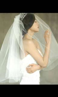 white bridal veil with comb
