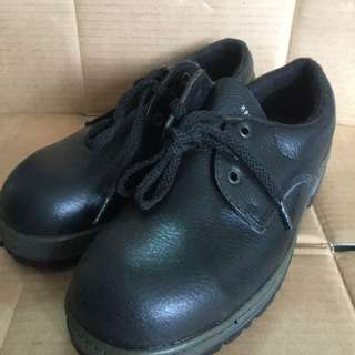 Megasafe Safety Boots - Size UK 5 / EUR 39 (Made in Malaysia)