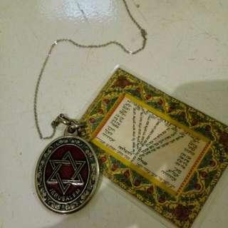 Necklace & Buku doa orang Yahudi dari Israel