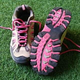 Sepatu hiking wanita snta 206